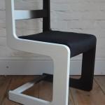 krzesło biało czarne